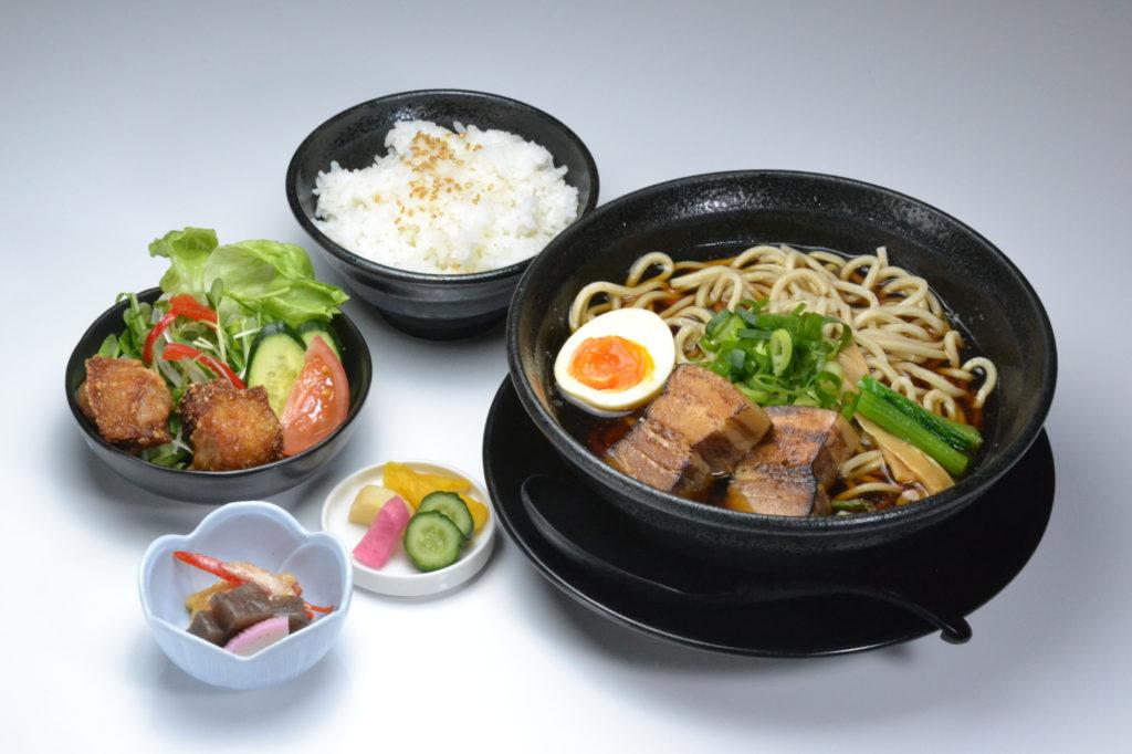jr茨木のラーメン・つけ麺「自家製麺・らーめん屋一心」厚切りチャーシュー麺定食
